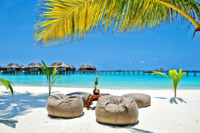 Malediven Insel Halaveli - Sonne, Strand und Meer im Urlaub auf den Malediven