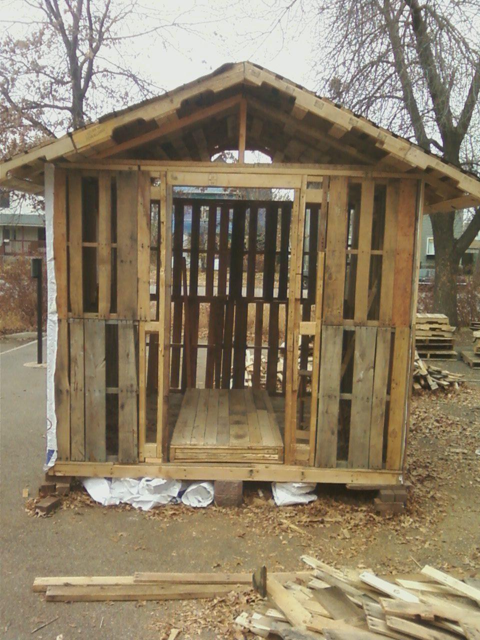 roof finished. super suprised it wasn't sagging. built the