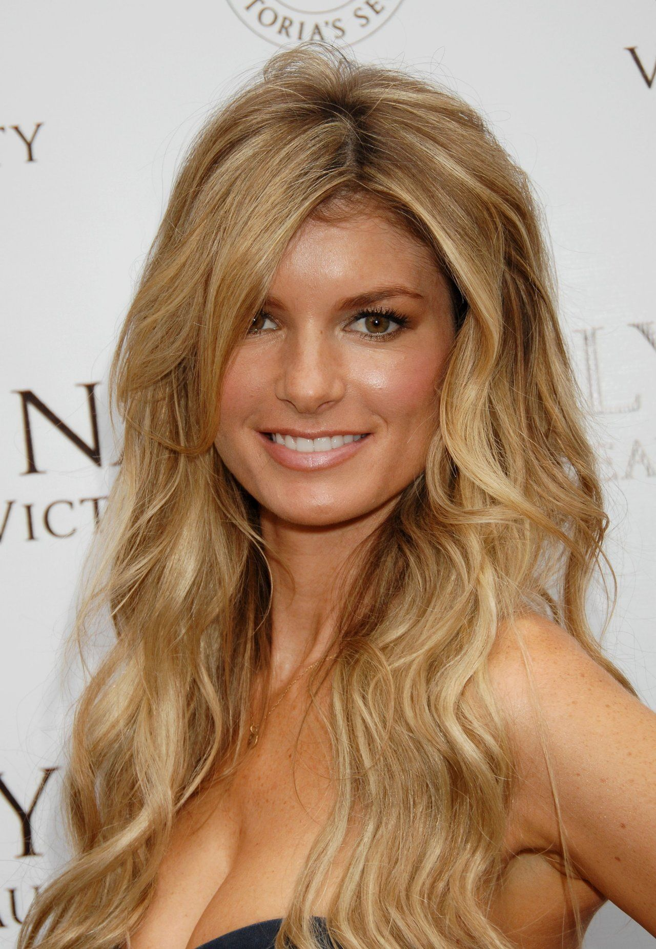 Supermodel Marisa Miller Is Known For Her Appearances In Sports Illustrated And Victoria S Secret Fashion Shows Description From C Her Hair Hair Marisa Miller