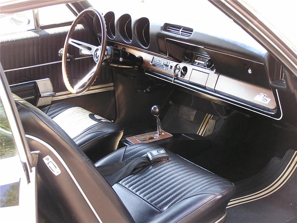 1968 OLDSMOBILE HURST looks exactly like the interior of my
