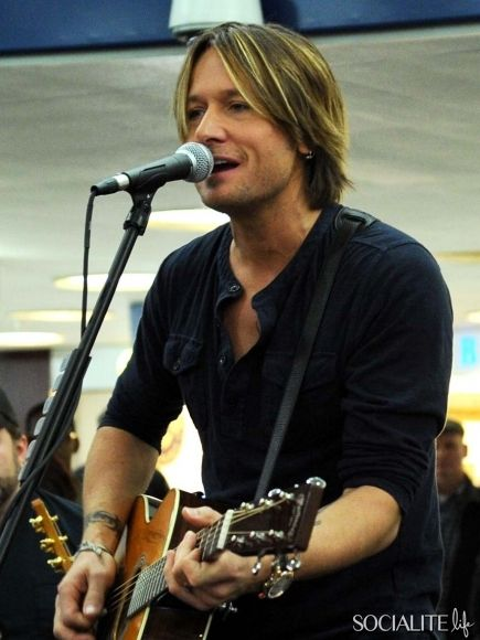 International Superstar Keith Urban Performs Surprise Concerts For Passengers At NYC And Philadelphia Amtrak Stations