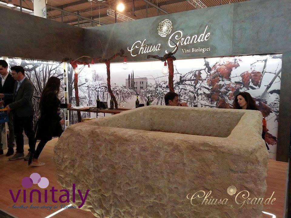 """""""VINOSOPHIA IN TRASFERTA"""" Il nuovo stand di Chiusa Grande al Vinitaly - Padiglione 12 Stand D3 #workinprogress #Vinitaly2015 #Abruzzo #stand #chiusagrande #organicwine #pietra #pietranico #wine"""