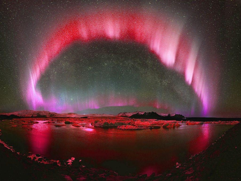 Aurora in red | Red aurora borealis, Aurora borealis, Aurora