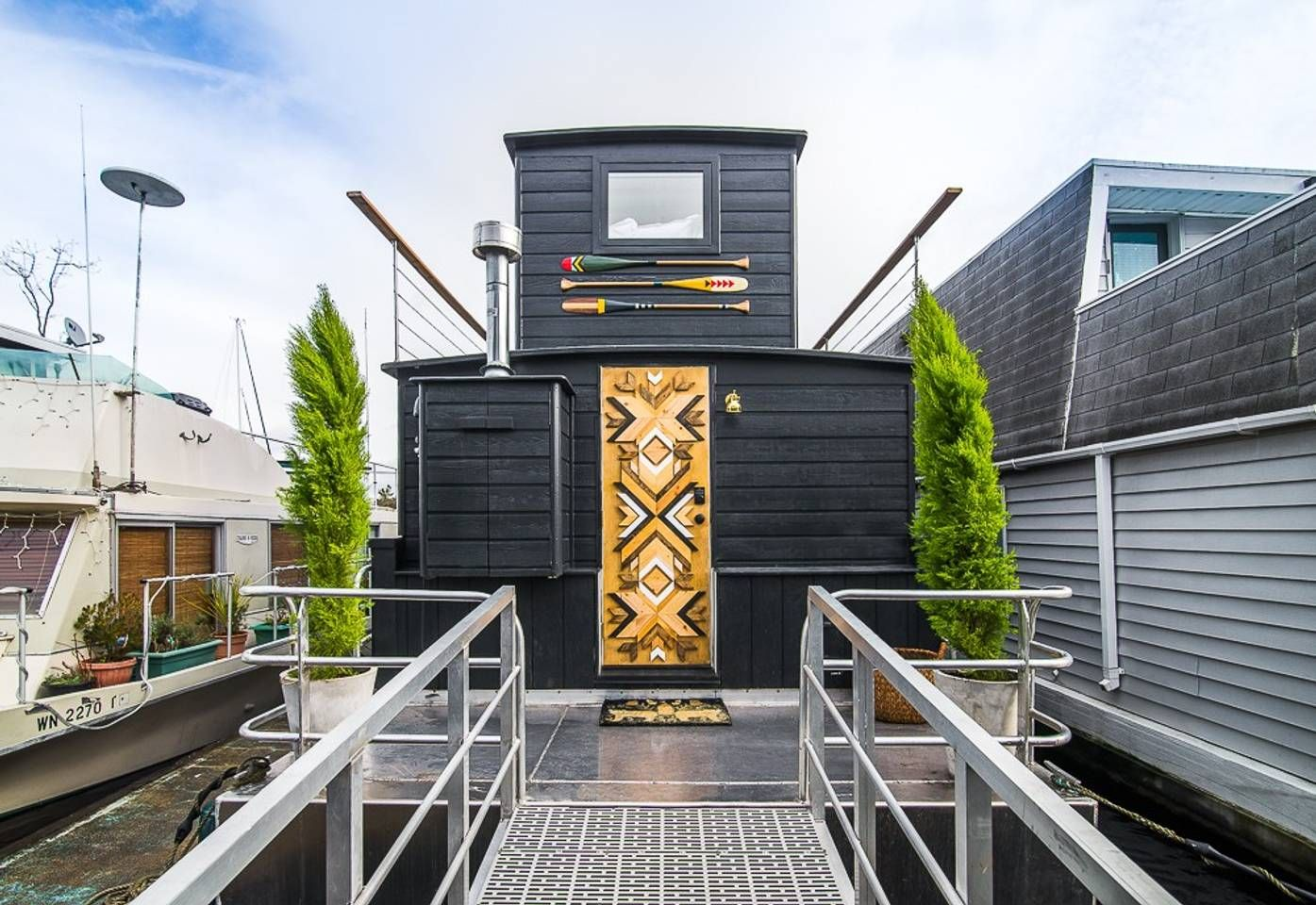 The Cutest Little Houseboats You Can Rent Right Now House Boat