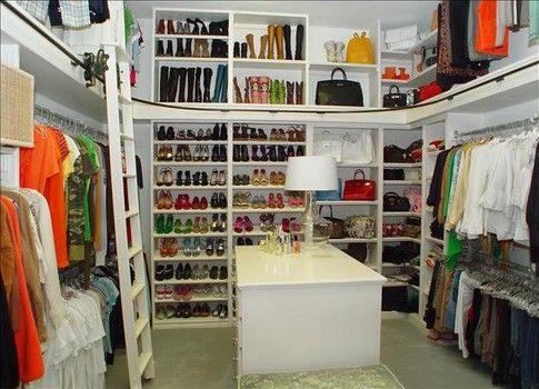 Personal Closet Organizer with the walk-in closet, your personal belongings become more