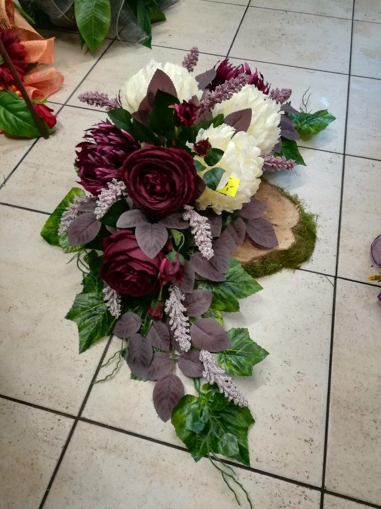 Pin On Kompozycje Nagrobne Grave Flowers
