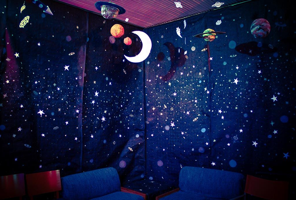 Outer space themed party lights stars planets moon for Outer space theme