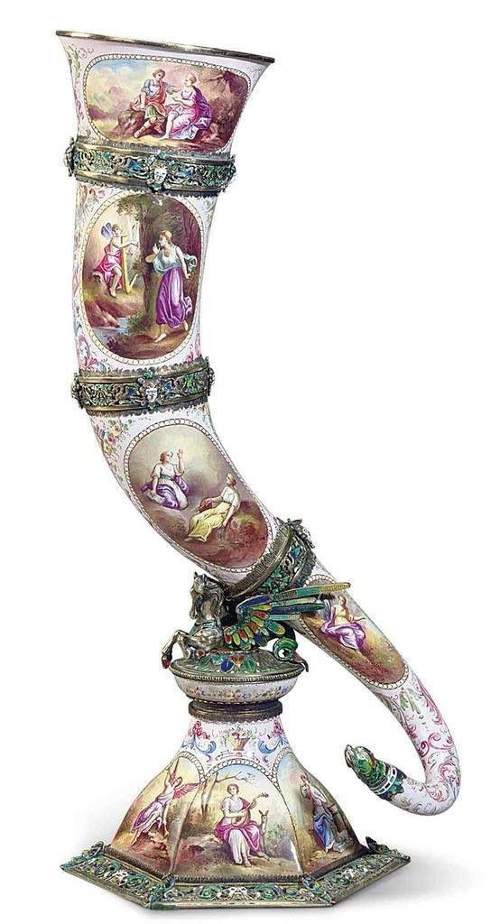 Amazing porcelain piece.