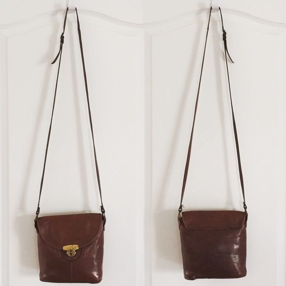 Vintage Vroom & Dreesmann Holland Cross Body Description coming soon!  Vroom & Dreesmann Bags Crossbody Bags