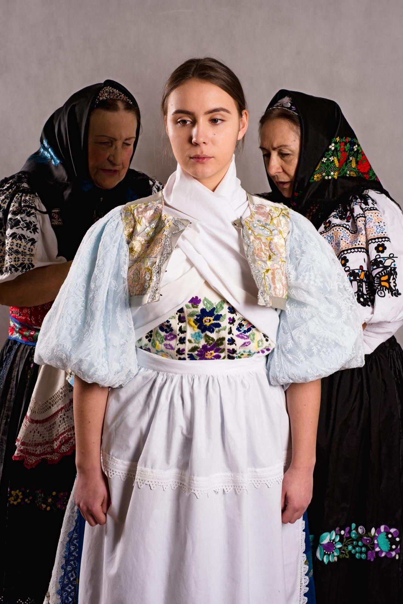 Pre prvú moslimskú modelku, ktorá nosila hijab (šatku,. Pin On Peoples Of The World Europe