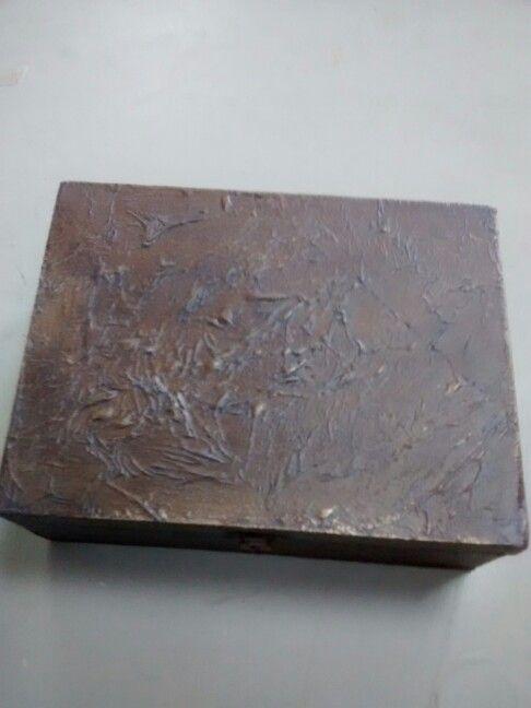 Caja decorada con textura rugosa de Emilia