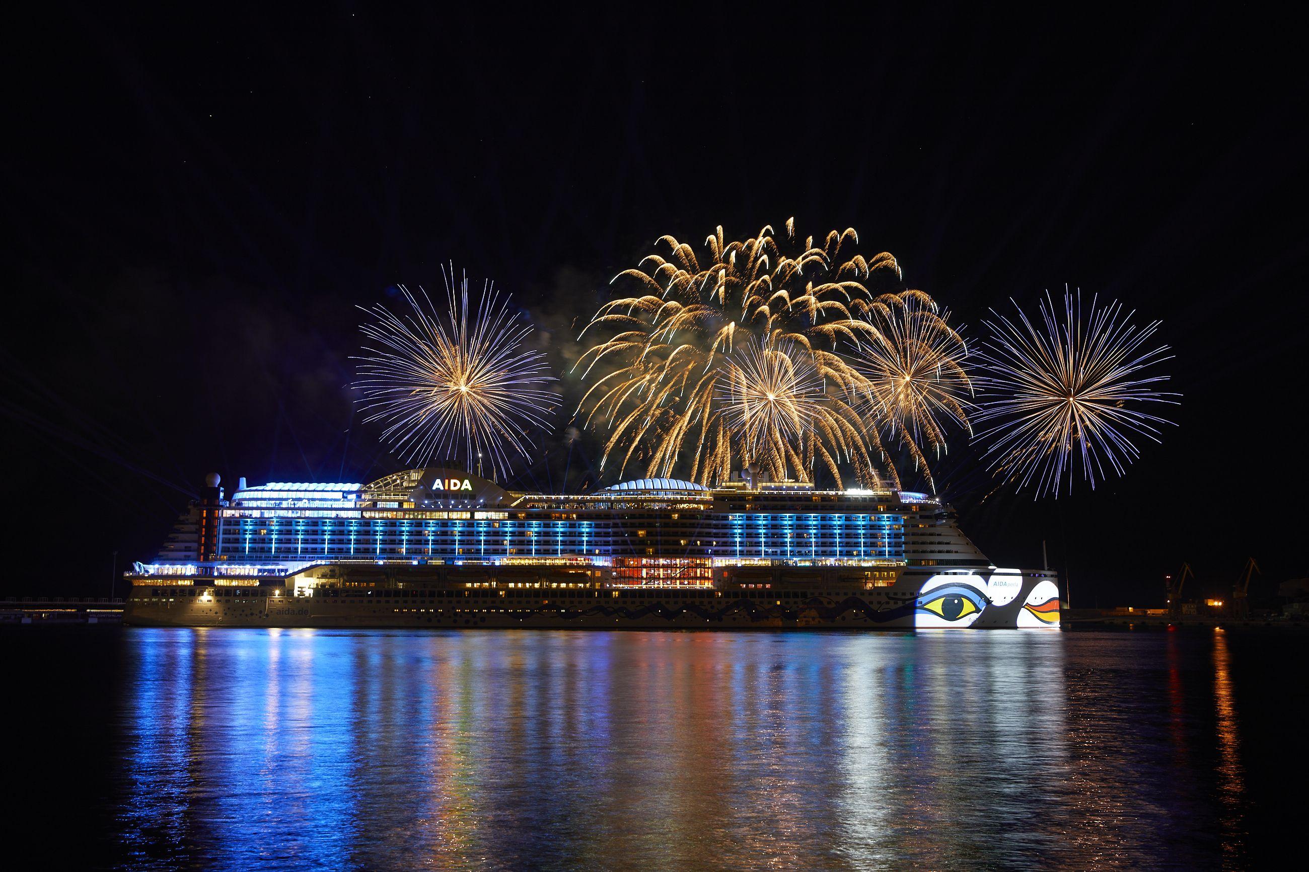 Das Feuerwerk Zur Taufe Unseres Neuesten Kussmundschiffes