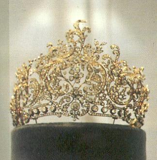 Diadema rococ di diamanti della regina consorte carlotta for Tiara di diamanti