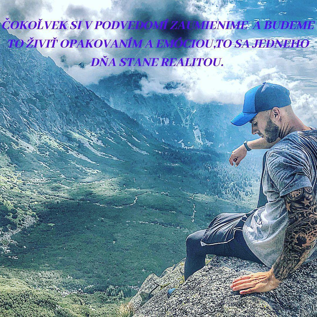 ,,Nenechajte sa tlačiť strachmi vo vašej mysli. Nechajte sa viesť snami vo vašom srdci.'' . . . #slovensko🇸🇰 #emócia #úspech #motivacia#odhodlanie_trpezlivosť_snaha_výdrž_pády_pot_bolesť #ciel #robčoťabavi #život #rozhodnutie #slovakman🇸🇰 #tattooman #tattoos #pozitívnemyslenie #krasyslovenska #slovenskehory #slovenskojekrasne