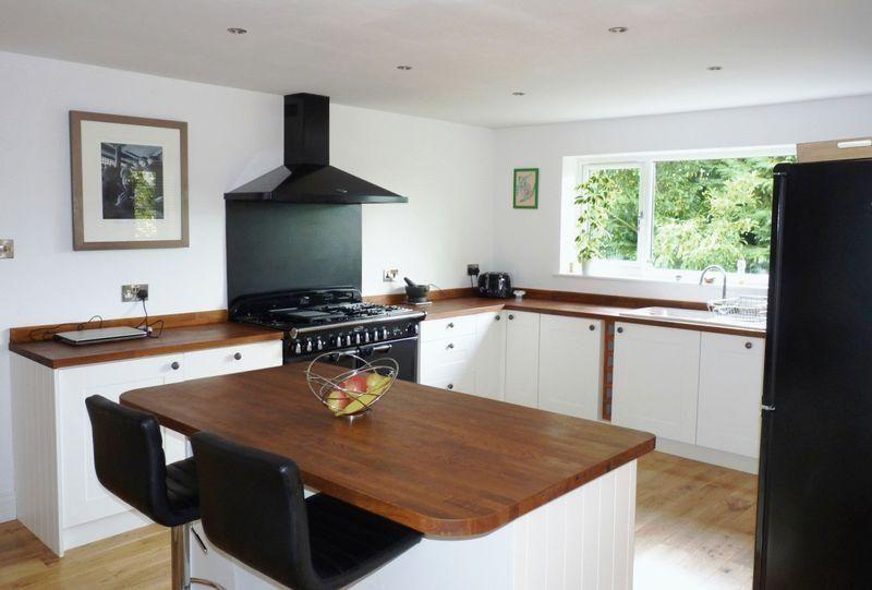 Dark wood design ideas photos inspiration rightmove for Kitchen ideas rightmove