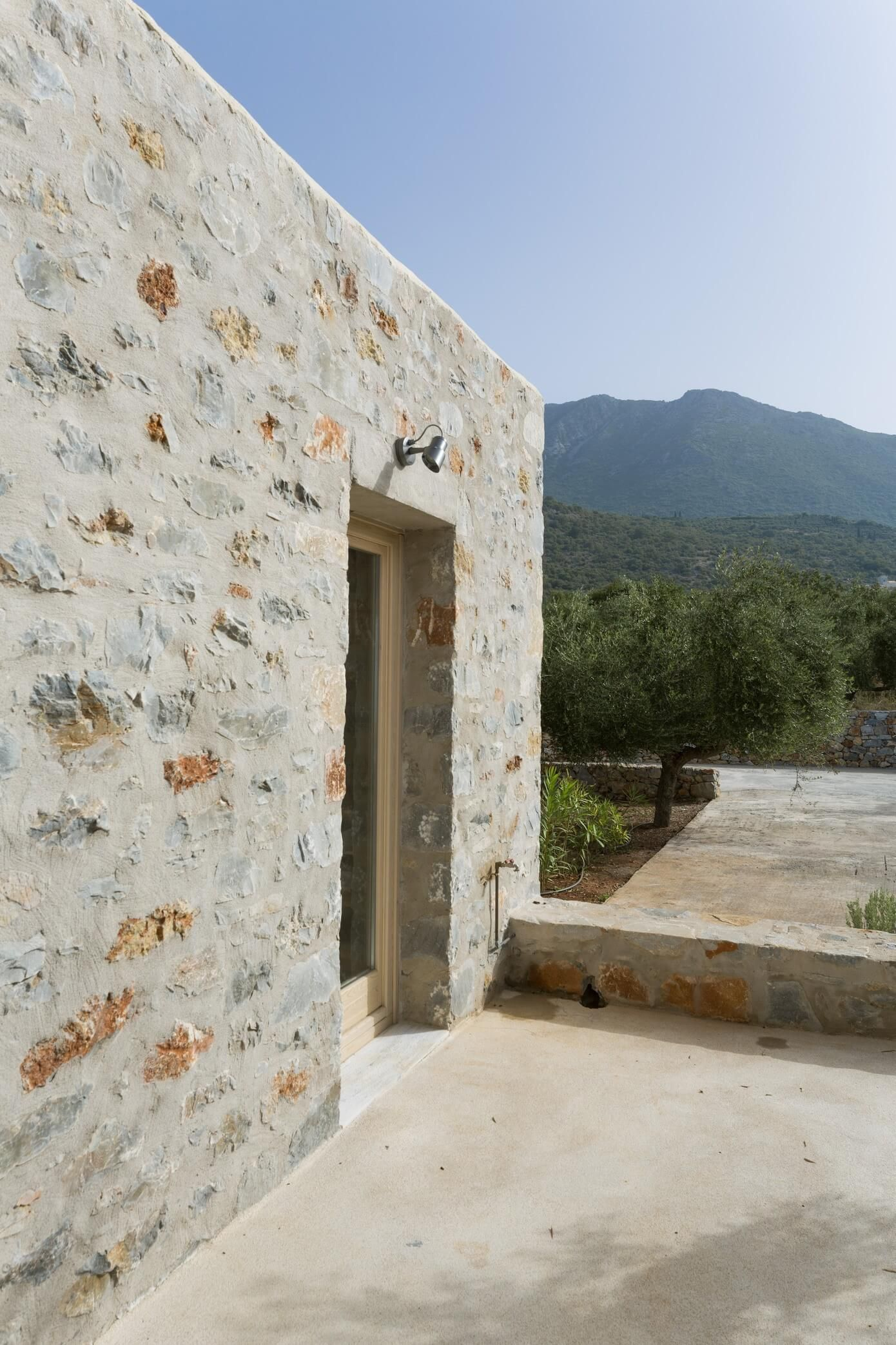 GONATSA | HomeAdore | Stone houses, Architecture, Stone ... on Hhh Outdoor Living id=14083