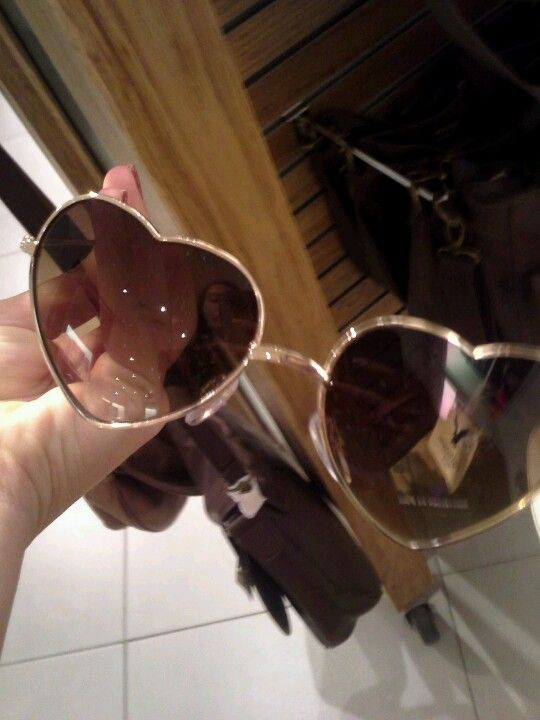 A little blurry, but these sunnies are to die for !