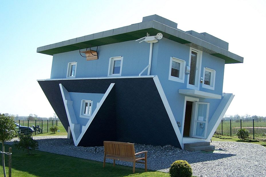 Upside down blue house of an house in trassenheide germany even the furniture inside is stuck to ceiling also most unique homes ever built pics funny casas rh ar pinterest