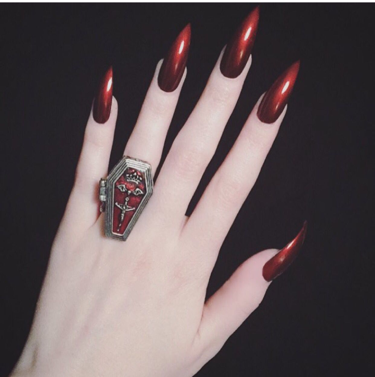 Bloody Red Nails. | My Favorite Nails | Pinterest | Nagelschere ...