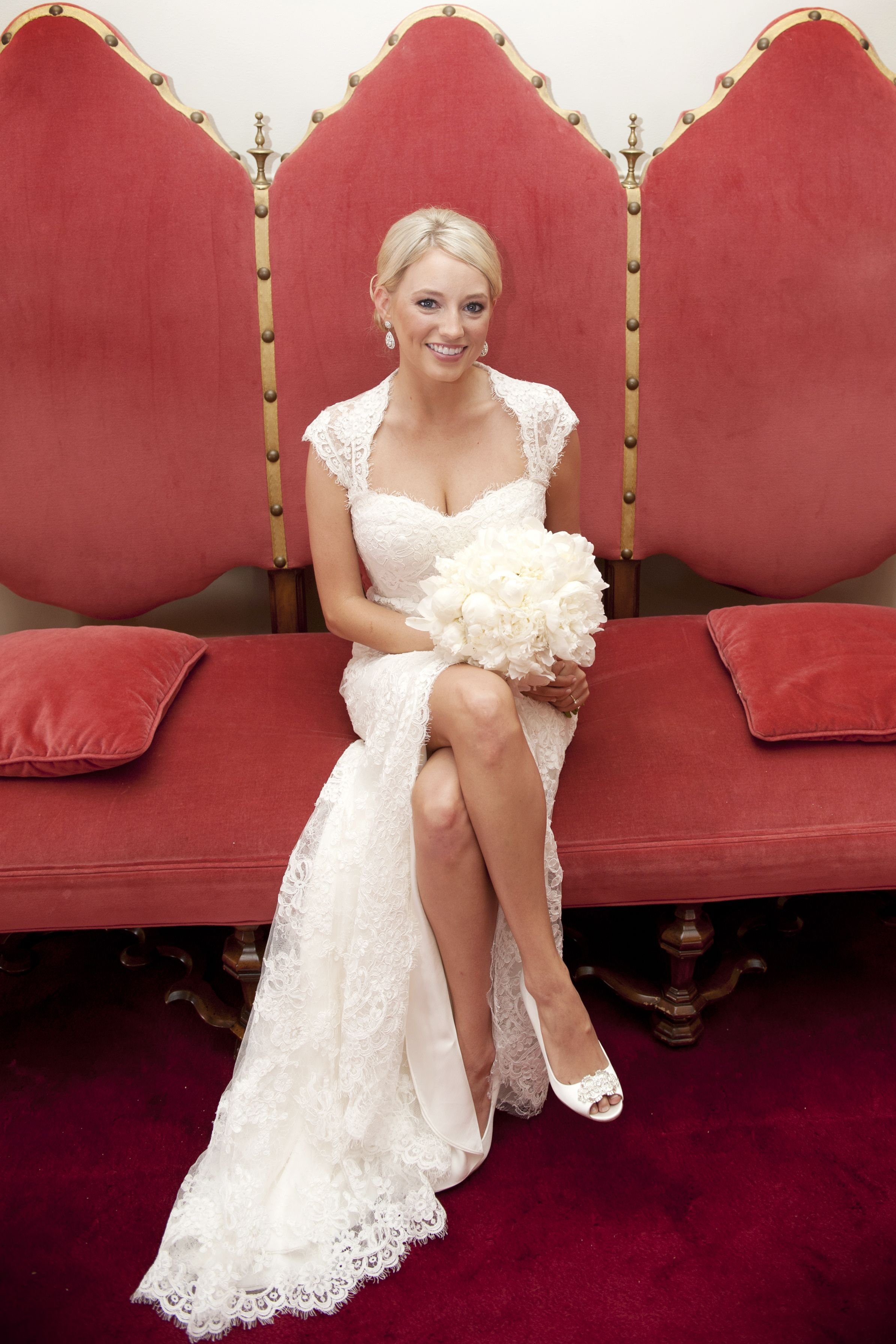 Lovely Dallas Bride With All White Flowers Lace Weddings Bride