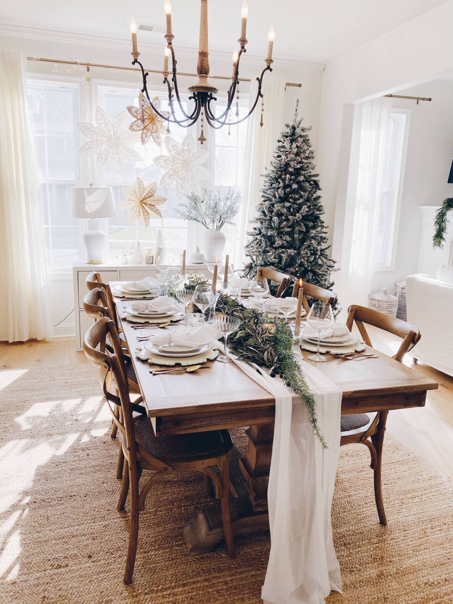 How to Create a Simple Christmas Tablescape #xmastabledecorations