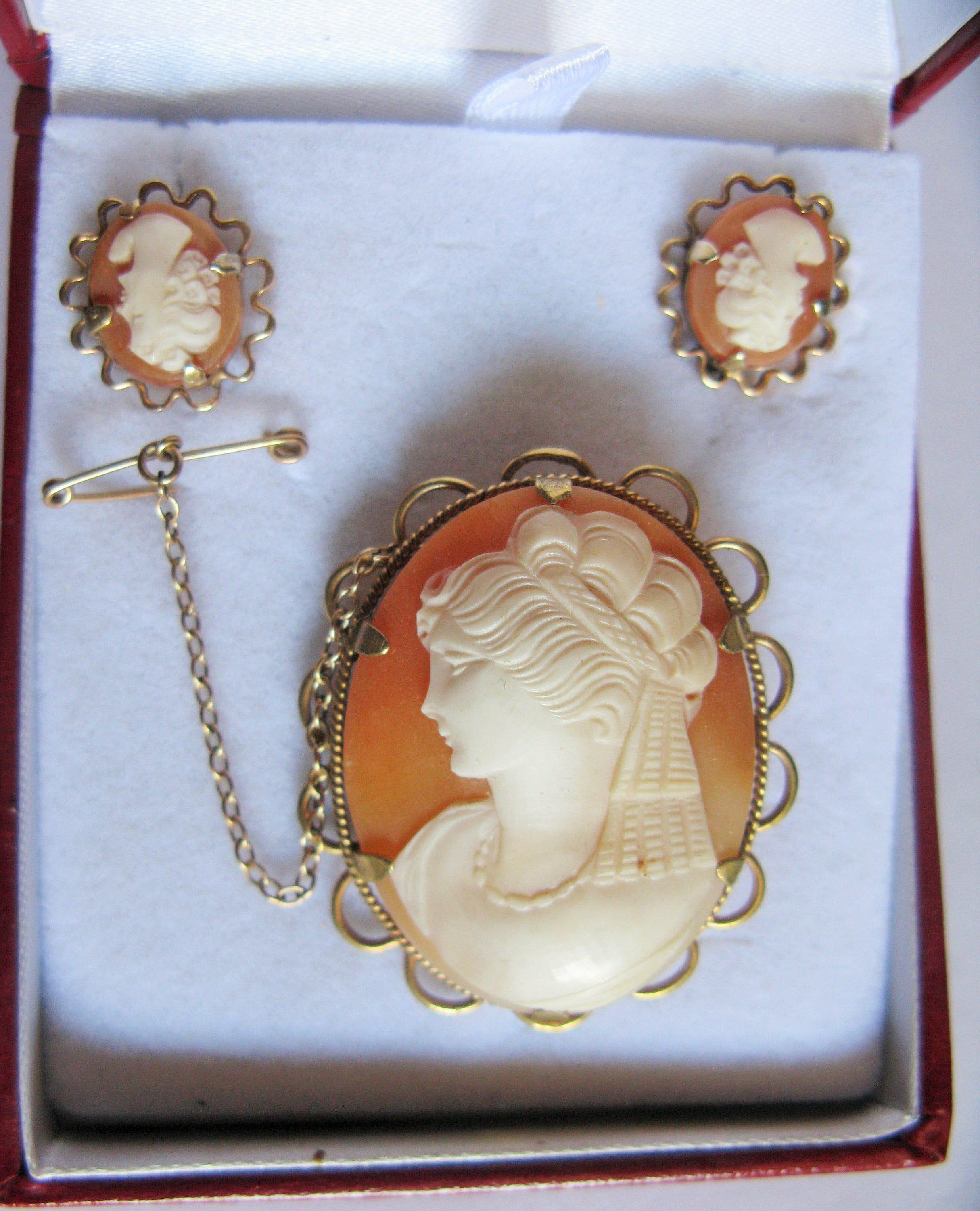 Vintage Clewco 9ct Rolled Gold Shell Cameo Brooch