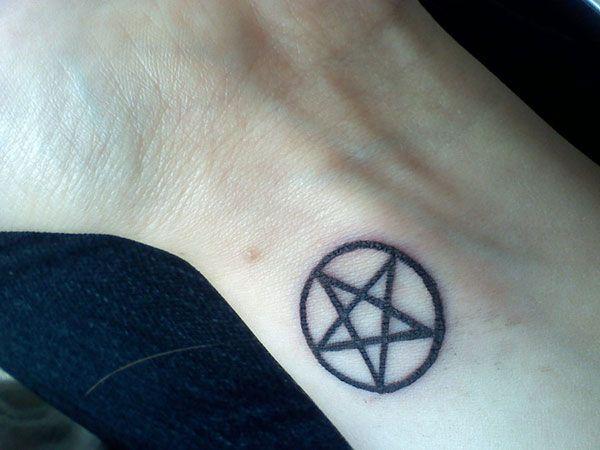 Pentacle projet tatouage pinterest tatouages tatoo et projet - Petit tatouage significatif ...