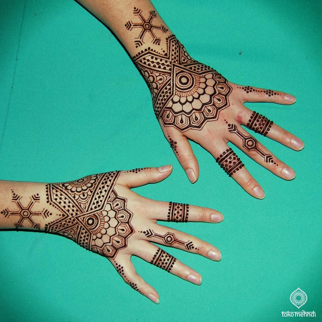 Cool tattoo designs for your hand add some henna to your new years eve outfit contact tokomehndi