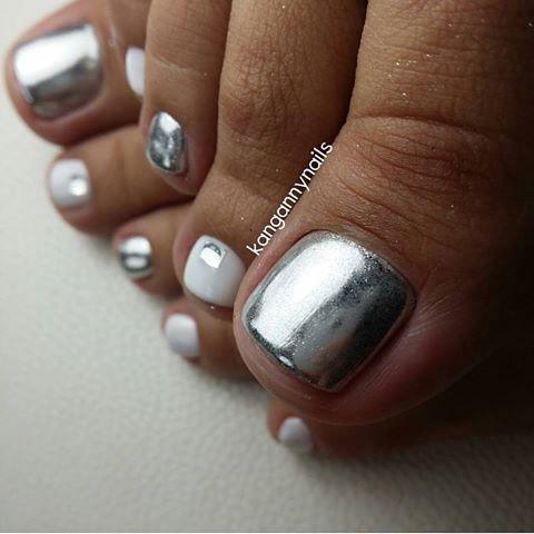 metalic silver-white toe nailart