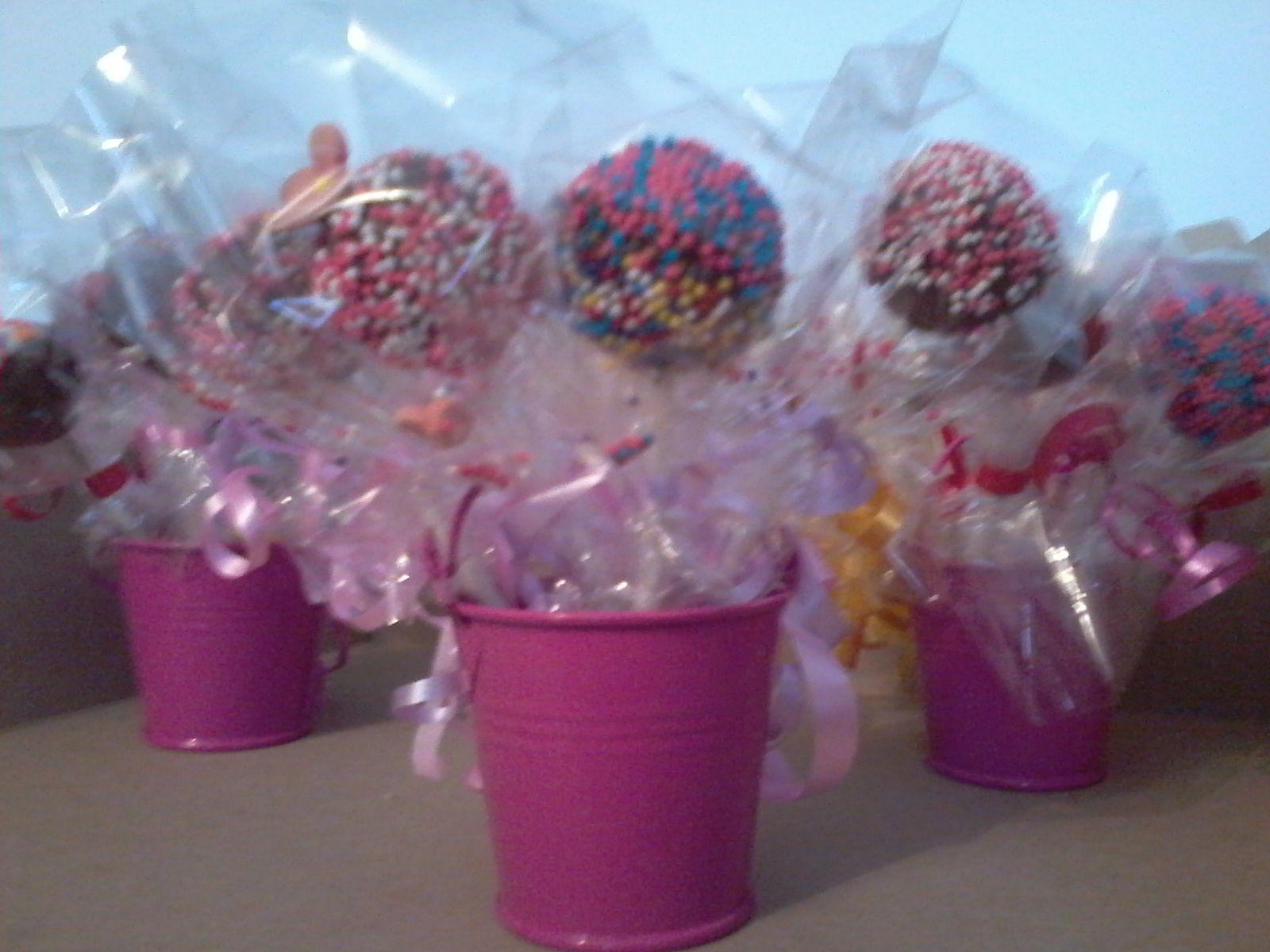 Baldes con cake pops para sorpresas de cumplea os - Detalles originales para cumpleanos infantiles ...