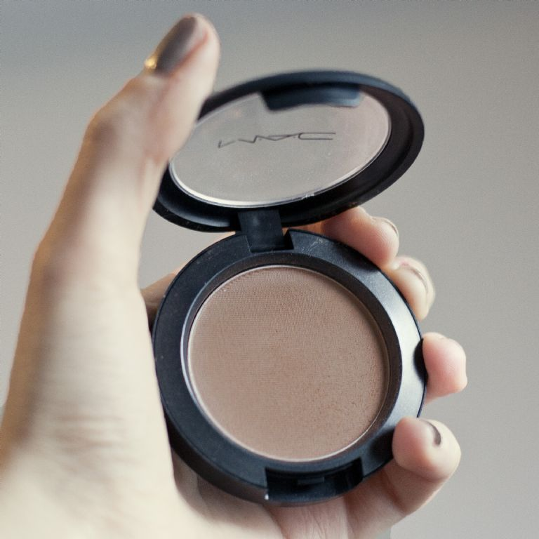how to use mac face and body white