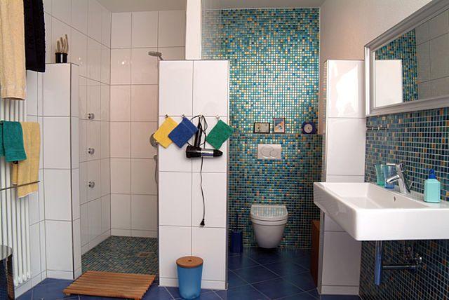 Diy academy mosaikfliesen verlegen im badezimmer bad Badezimmer mosaikfliesen