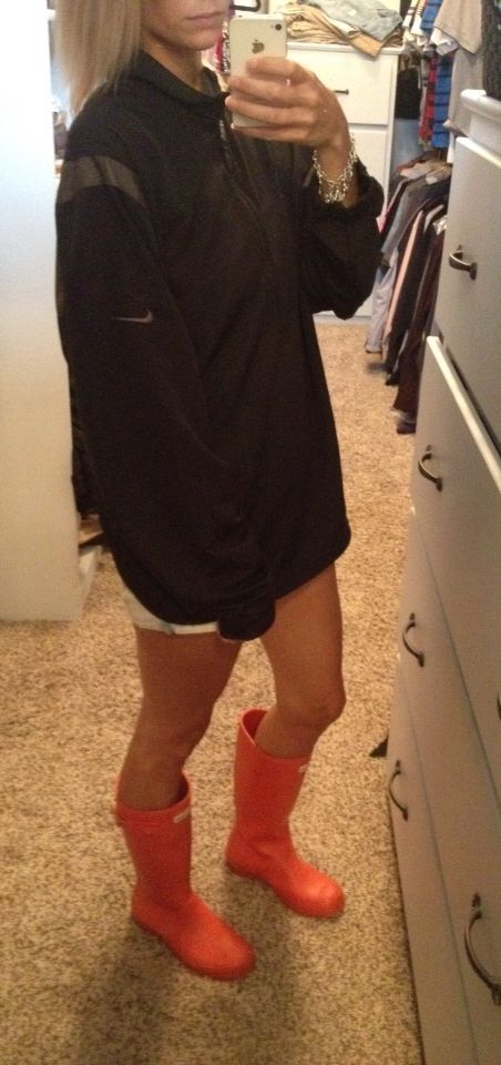 #Day #Hunter #nike #Outfit #Pullover #RainBoots #Rainy #Rainy Day Outfit without rainboots Rainy day outfit. Nike pullover , hunter rainboots.        Rainy day outfit. Nike pullover , hunter rainboots. #rainydayoutfit