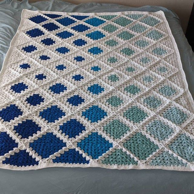 CROCHET PATTERN (US terms) - Spin Your Granny Squa