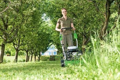 Nurmikko: Leikkaa nurmi tehokkaasti | TEE ITSE