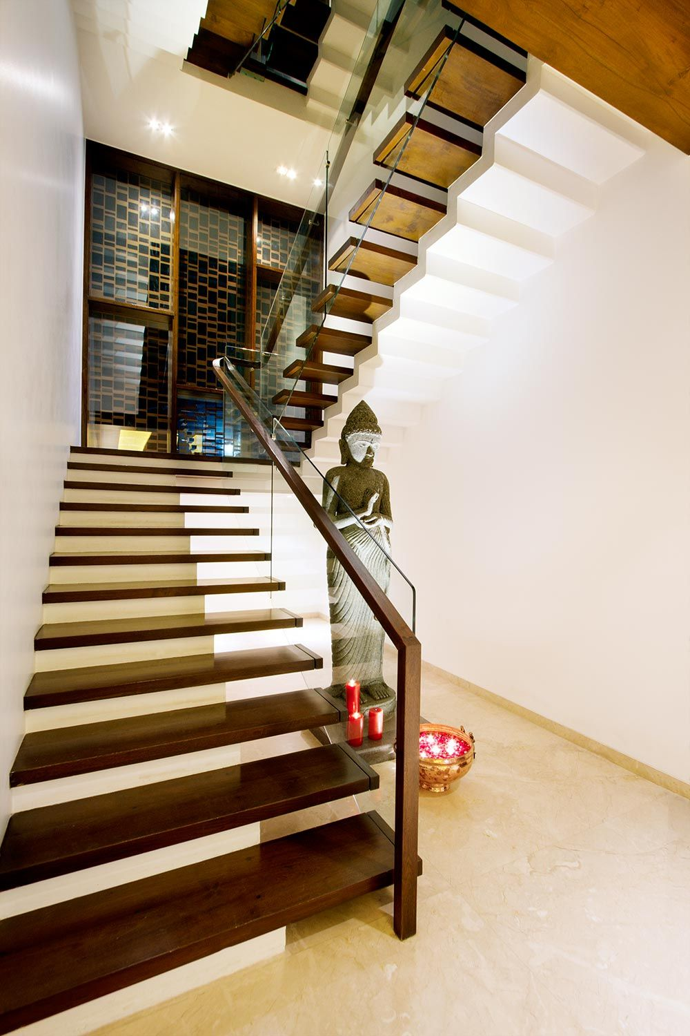Pin by Sheena Kavuri on new window Stair | Staircase ...