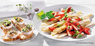 Rezept: Lauwarmer Spargelsalat mit marinierten Erdbeeren und Ziegenkäsecrostini