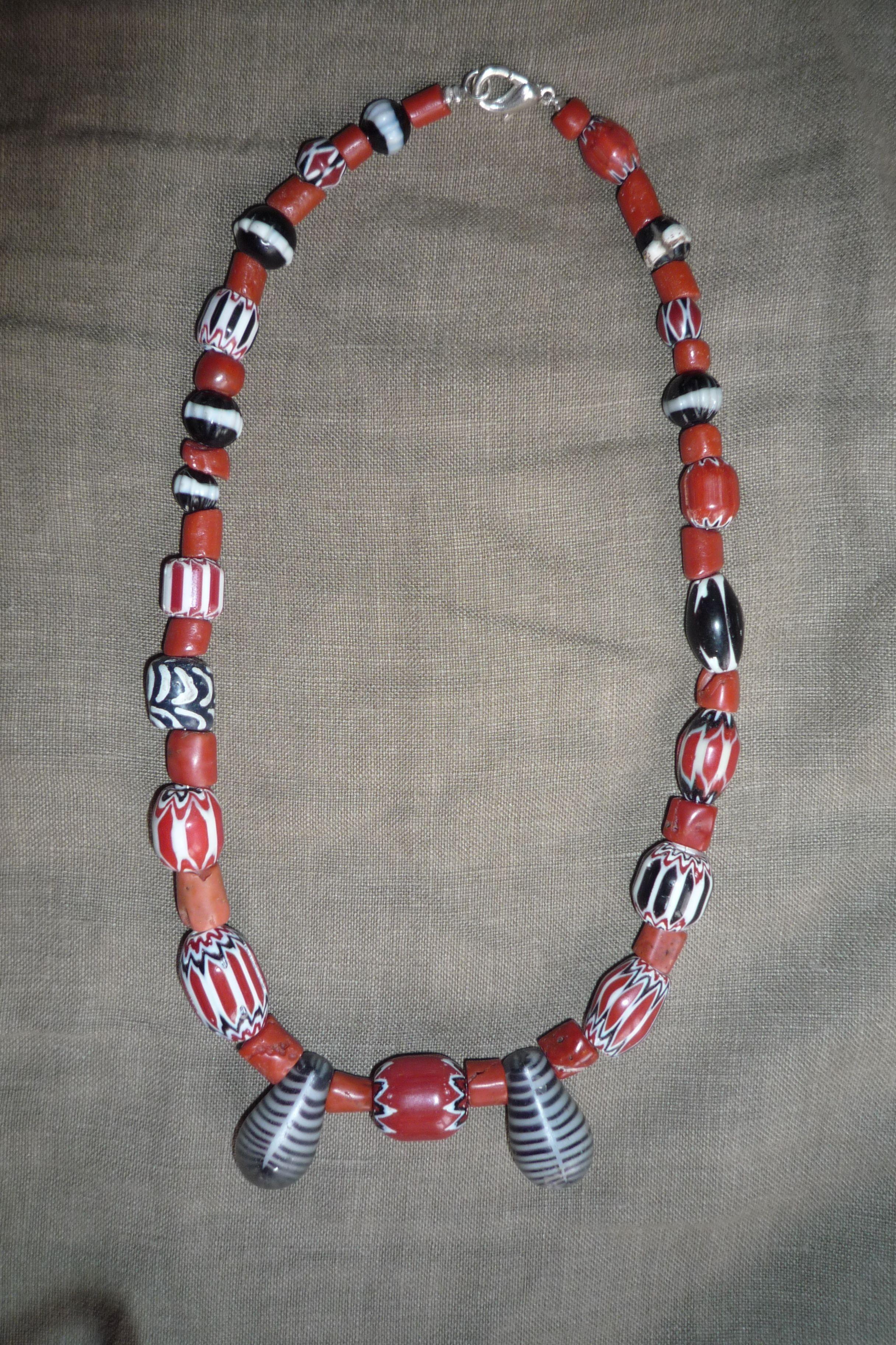 53 Perles De Corail Anciennes Perles De Verre Anciennes Et Chevrons Bijoux Africains Bracelet Perle Et Bijoux Perles