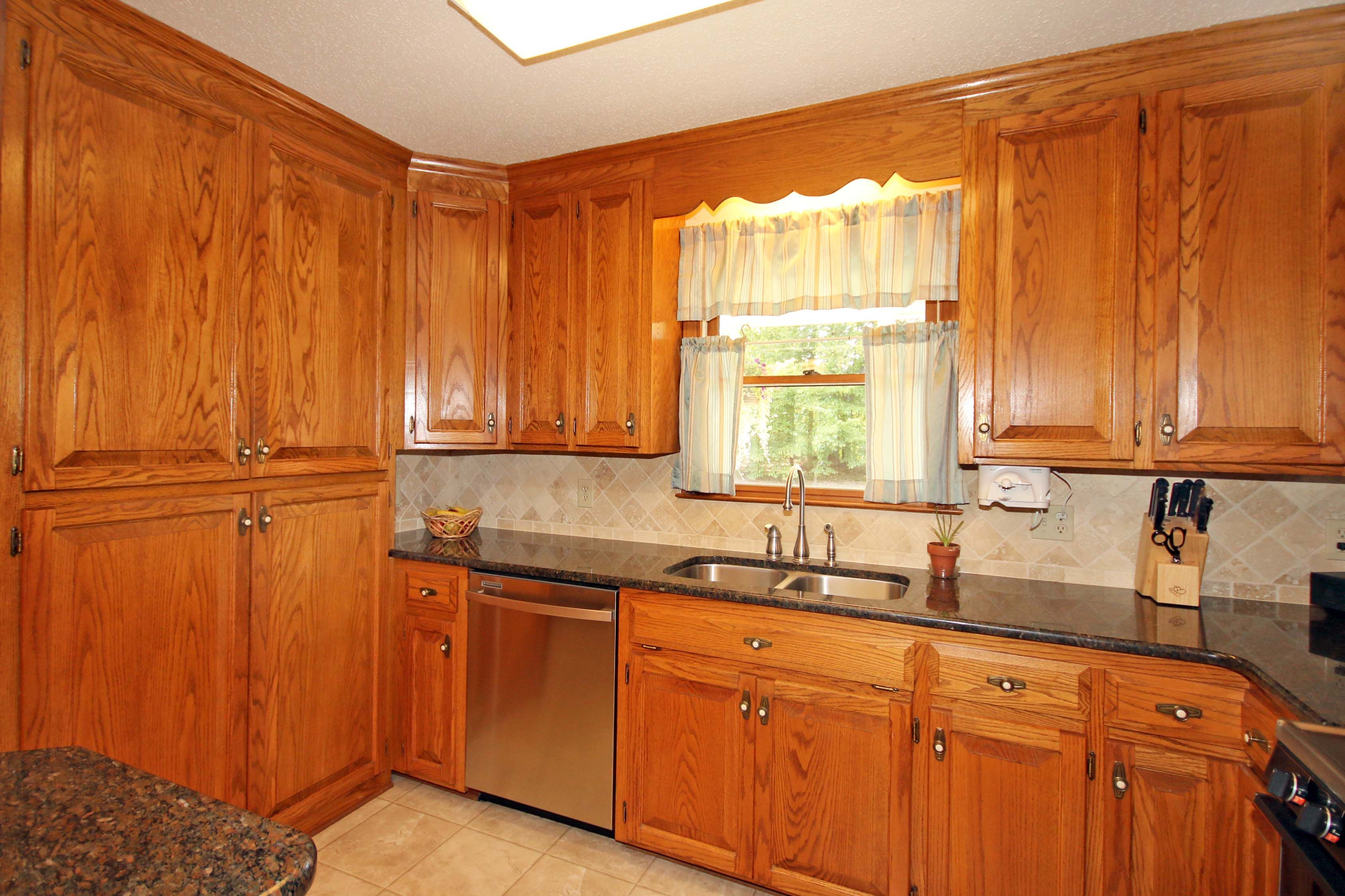 Kitchen  #272Houpe