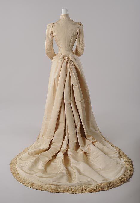 Hofkleid aus dem Besitz von Katharina Schratt, 1888 / Courtgown from Katharina Schratt, 1888 - Companion of Kaiser Franz Joseph I.