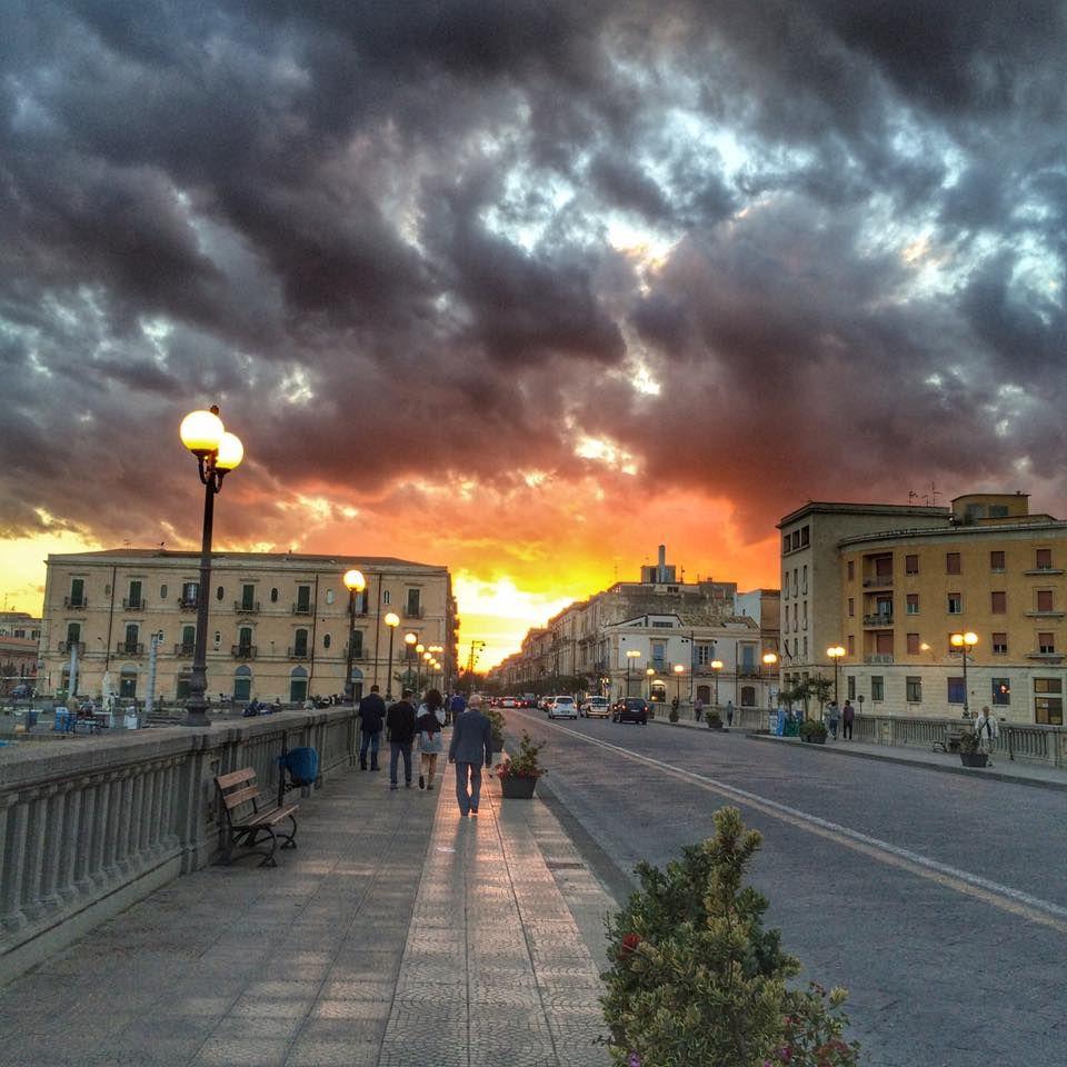 Quando il sole gioca a nascondino con le nuvole.... Tramonto sul ponte Umbertino