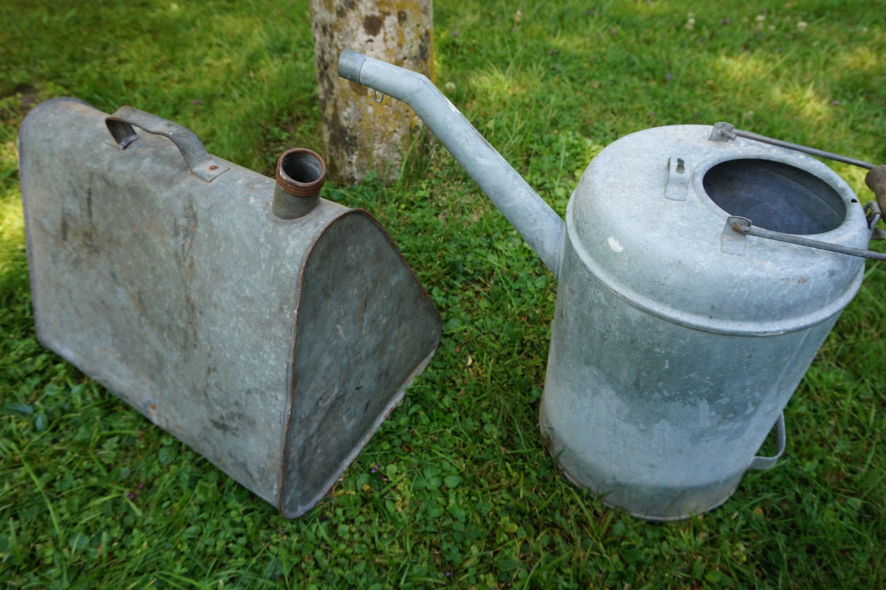 Vintage Retro Gas Cans And Canisters From Zinc Car Workshop Deco