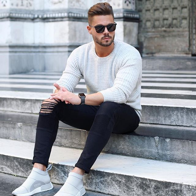 1df50af3ba4 Stay simple! Wish you all a nice evening friends! #easy #look ...