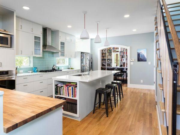 Moderne Küche hochglänzend, raumhohe Hochschränke mit ausreichend - küche weiß mit holz