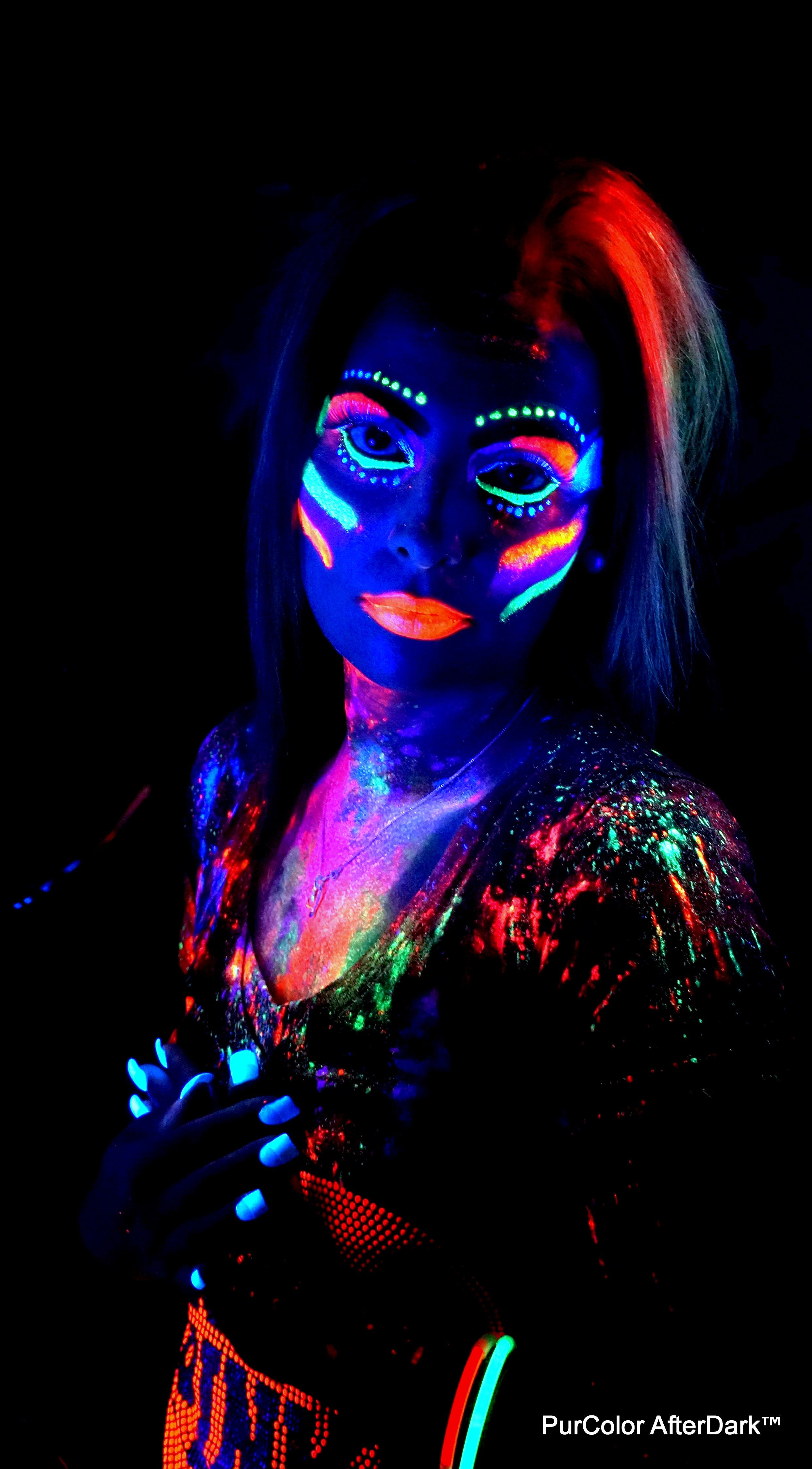 Nice UV! | Neon face paint, Glow paint, Body painting