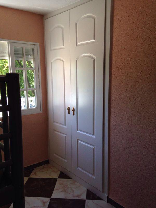 Frente de armario lacado en blanco pantografiado 2 hojas - Armarios con puertas abatibles ...