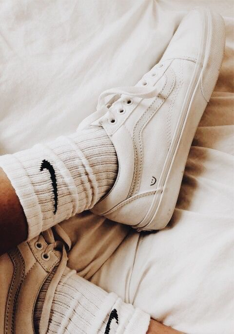 ✰P I N T E R E S T : @annaxlovee✰ | Nike socken, Tumblr