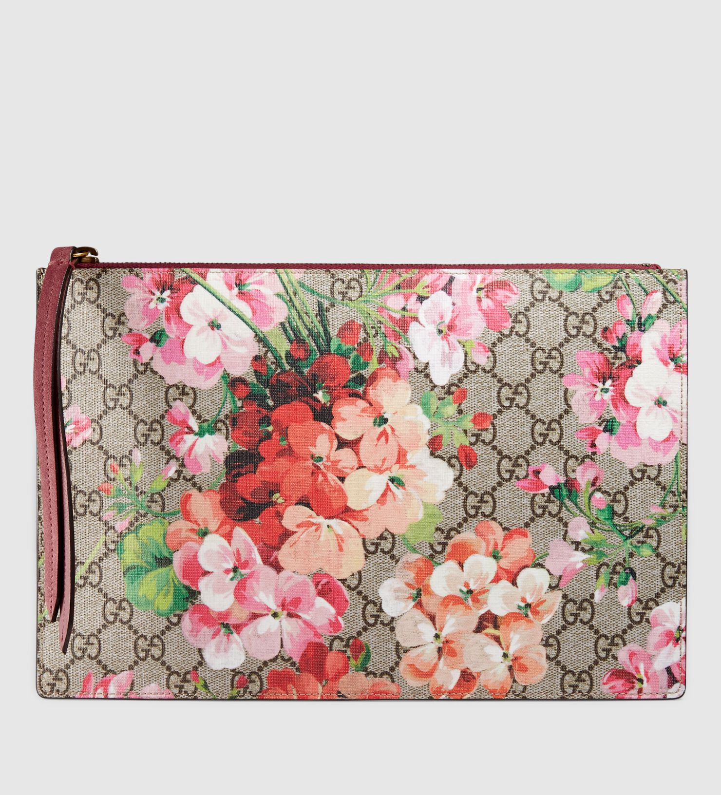 ed190001cd81 Gucci gg blooms supreme canvas pouch | Fashion & Style | Gucci pouch ...