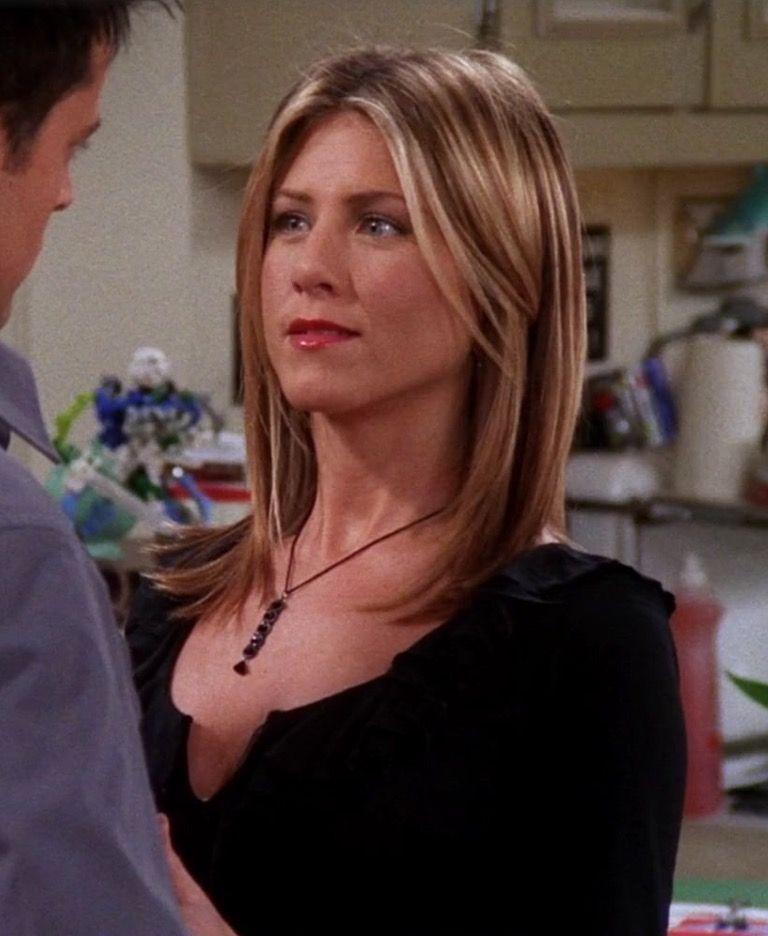 Jennifer Aniston Looks Gorgeous As Rachel Green On Friends Rachel Green Hair Jennifer Aniston Hair Jennifer Aniston Style
