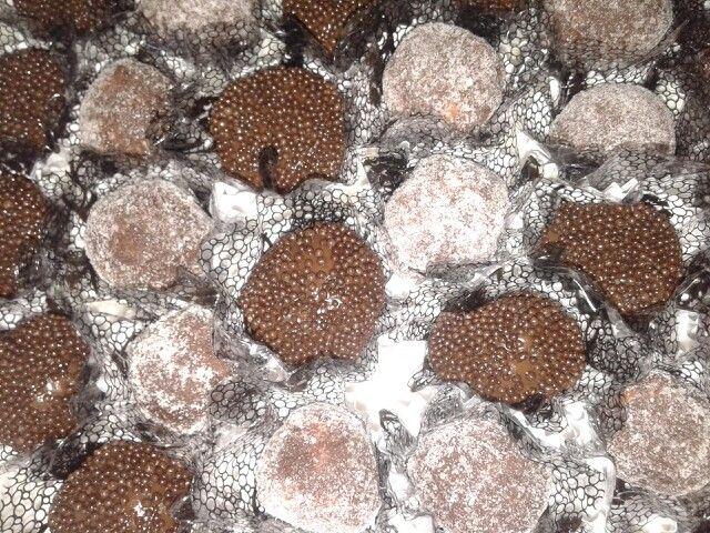 Brigadeiros... Chocolate com doce de leite e palha italiana
